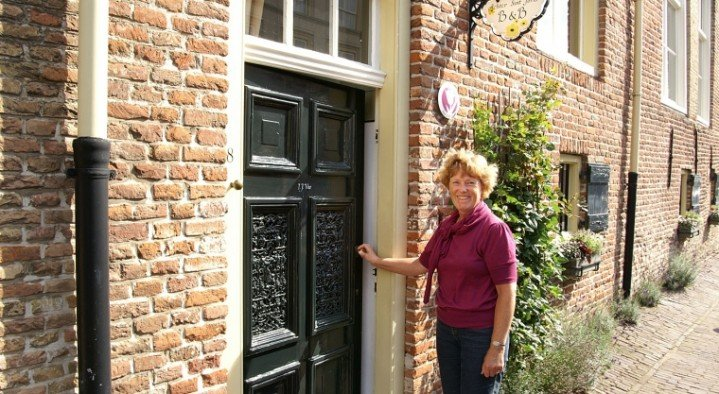 entrance, your hostess Ina  Achter Sint Joris Burchtstraat 8 Heusden