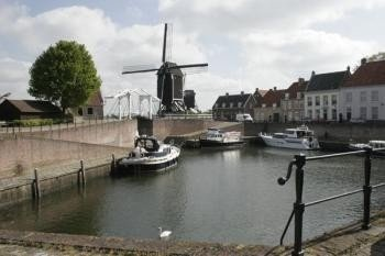 Lovely harbour with mill  Achter Sint Joris Burchtstraat 8 Heusden