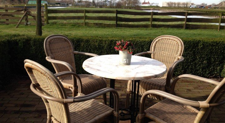 Our deluxe rooms have their own terrace.  Bed & Breakfast 'Pax Tibi' Middelburgseweg 11 Reeuwijk